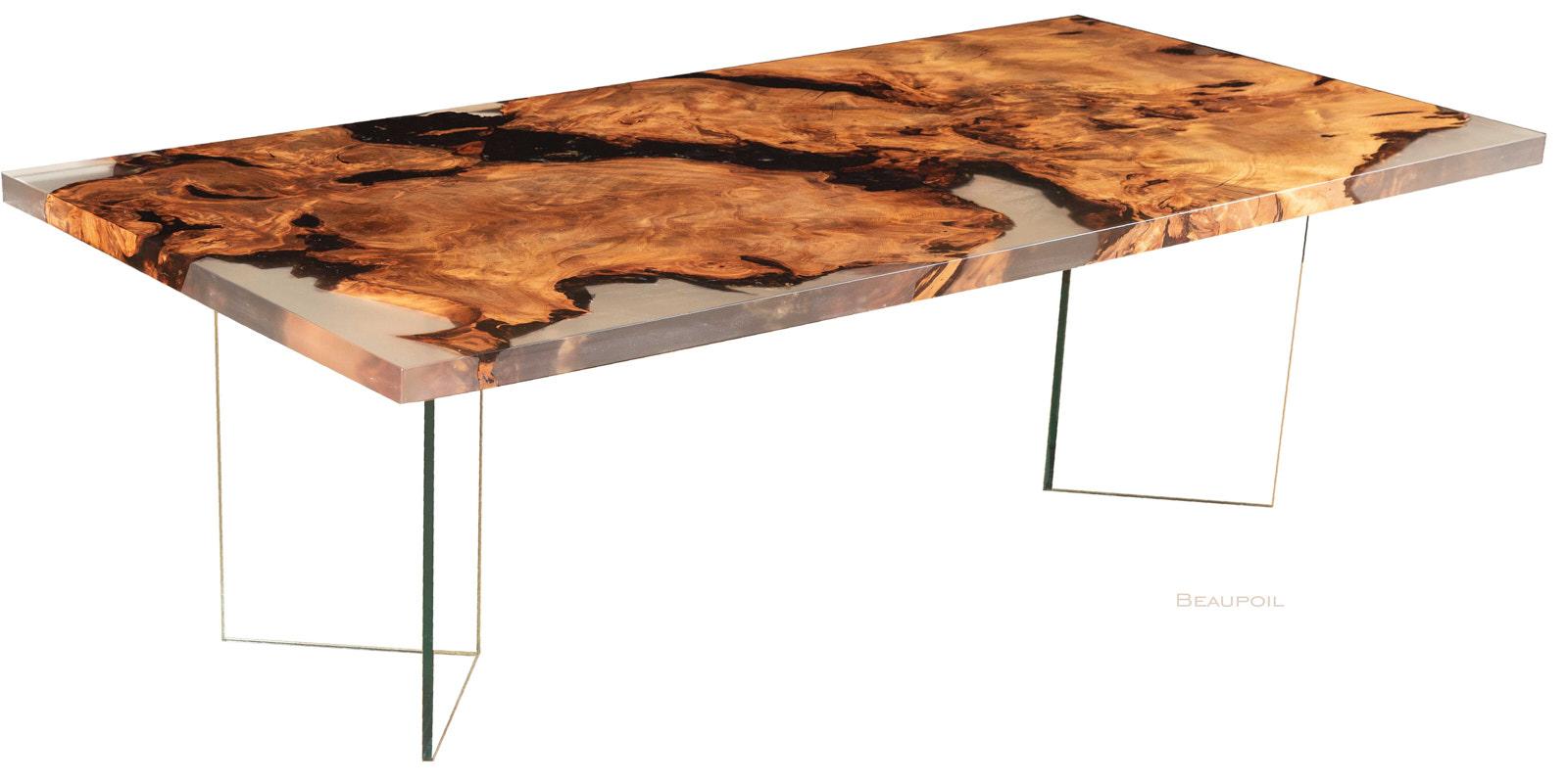 Exklusives Designmöbel als Kauri Wurzel Holztisch mit modernen Glasfüßen und als wertvoller Esstisch nutzbar, gleichzeitig eine Geldanlage