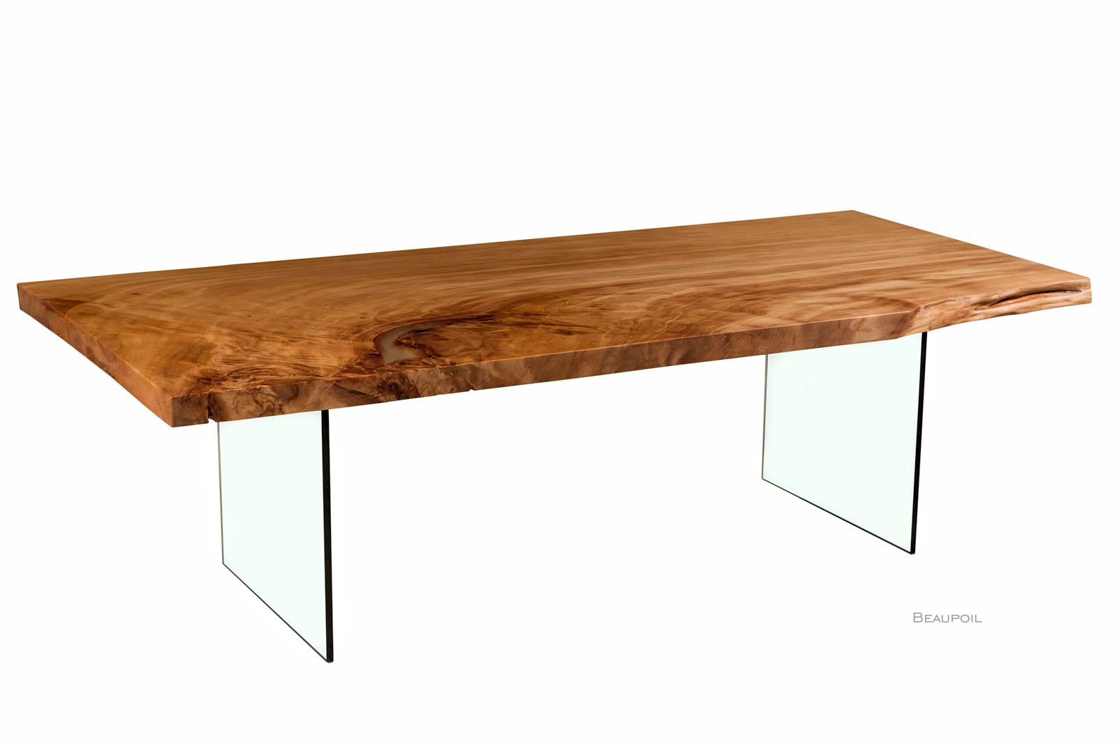 Moderner Designtisch aus der Wurzel eines Kauri Baumes, einzigartiger Holztisch mit Glasfüßen und außergewöhnlicher Maserung