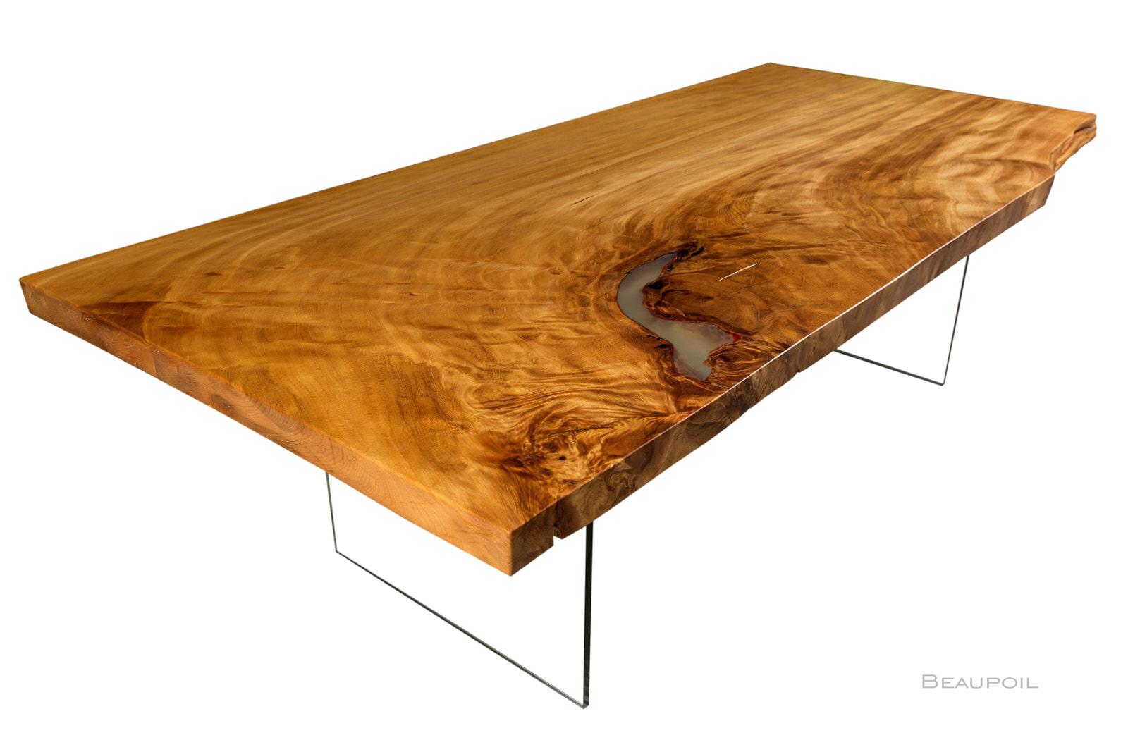 Außergewöhnlicher Design Tisch aus ursprünglichen Kauri Holz mit Glasfüßen und Tischplatte faszinierender Naturcharakteristik mit qualitativ hochwertiger Verarbeitung von Beaupoil