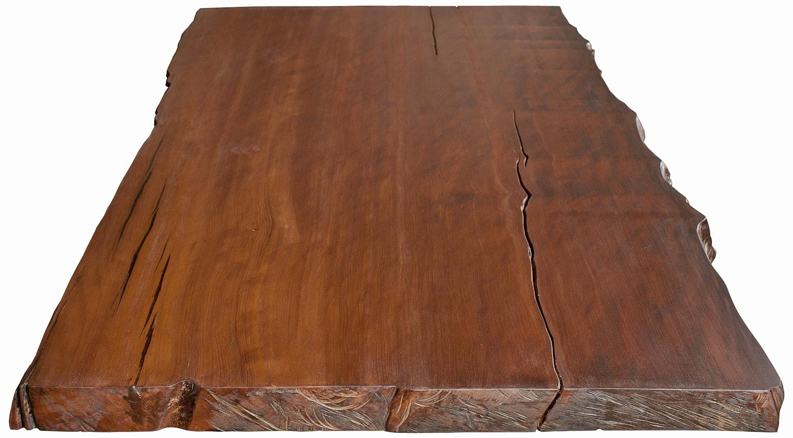 Ursprüngliche Tischplatte des Kauri Holztisches mit natürlichen Baumkanten in seiner unverfälschten Schönheit und Ursprünglichkeit, individuell angefertigt