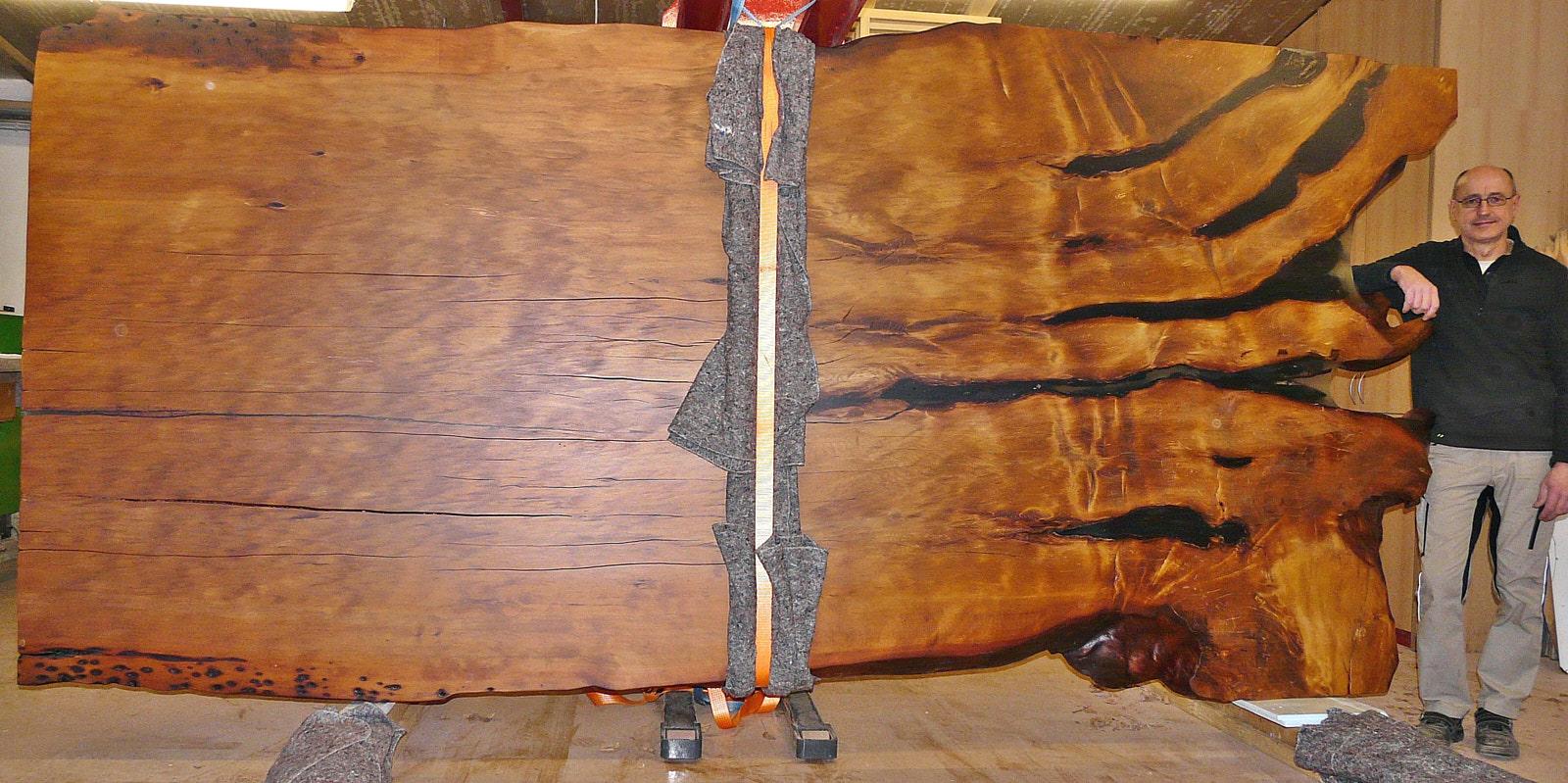 Große Konferenz Tischplatte aus altem Kauri Holz, ein einzigartiger Holztisch als außergewöhnliches Natur Kunstwerk von Beaupoil