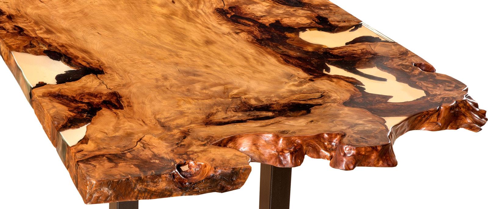 Kunstvoller Kauri Konferenztisch mit gefülltem Harz aus einem Stück Natur und einzigartigem Wurzel Stammwuchs als wertvolle Geldanlage