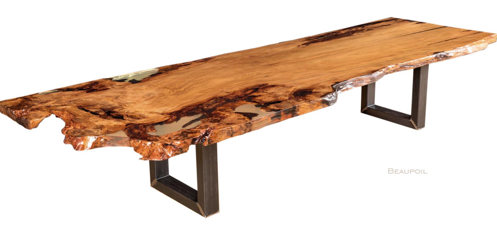 Grosser Kauri Konferenztisch als wertvollen Holztisch mit einzigartiger Tischplatte mit Wurzel und Stammanteil als wertvolle Geldanlage