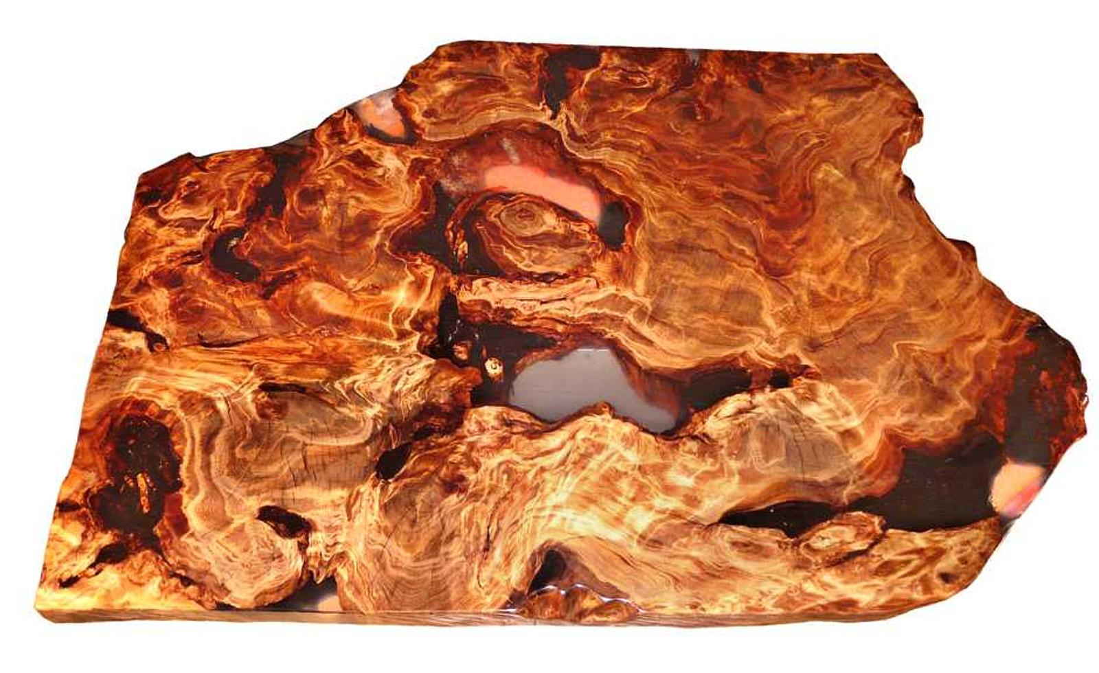 Designer Wurzelholz Couchtisch als Holztisch mit kunstvoller Tischplatte aus Kauri Holz ein Unikat Stück