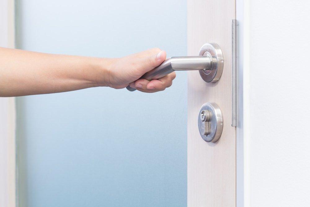 door handle cleaning