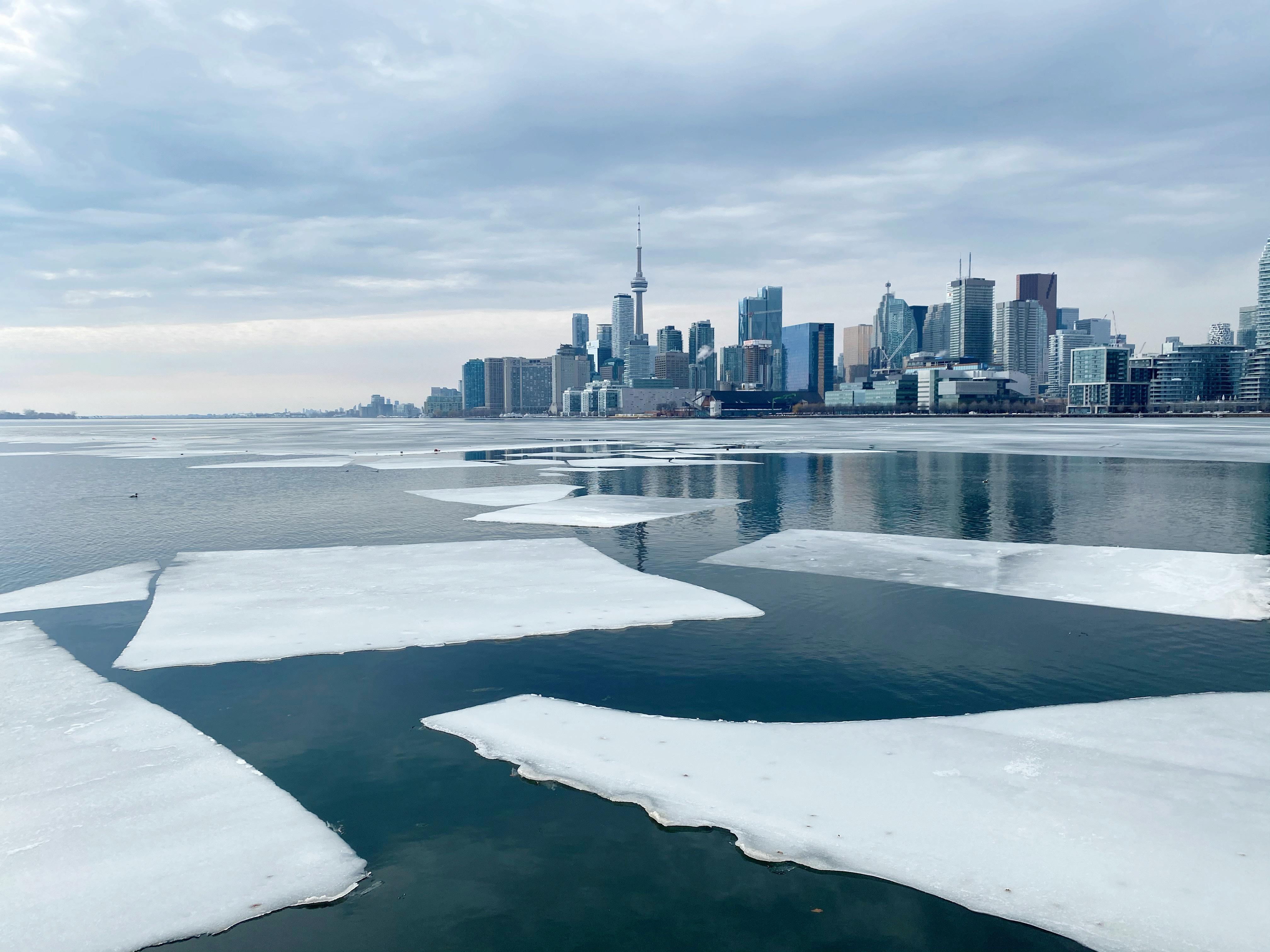 Photo - Toronto winter lake