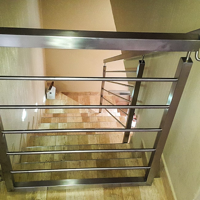 Stair safety gate