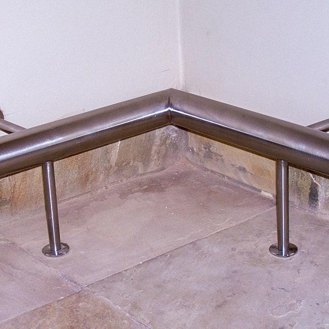 Steel footrail