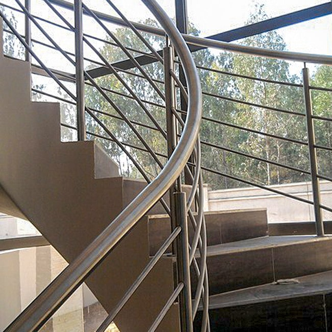 Steel staircase bannister