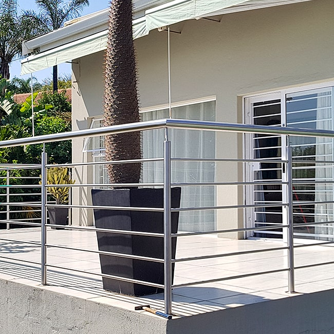 Balcony bannisters