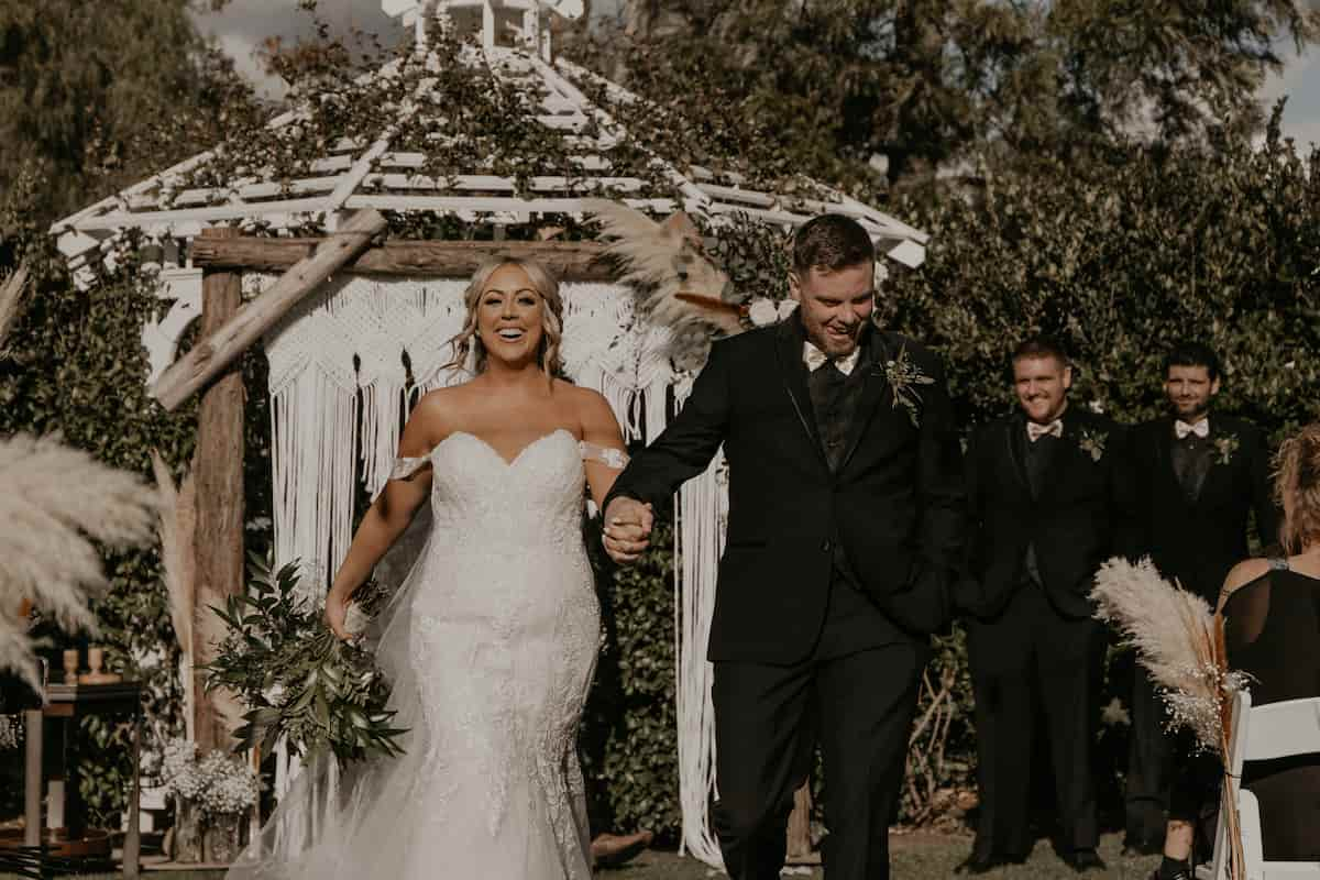 """A """"Hinge to Hitched"""" DIY Wedding"""