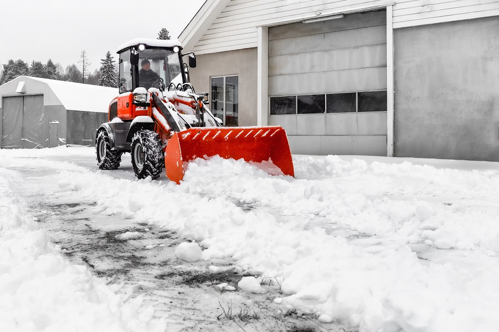 4 Strategies to Manage Snow Removal Risks for Wisconsin Businesses