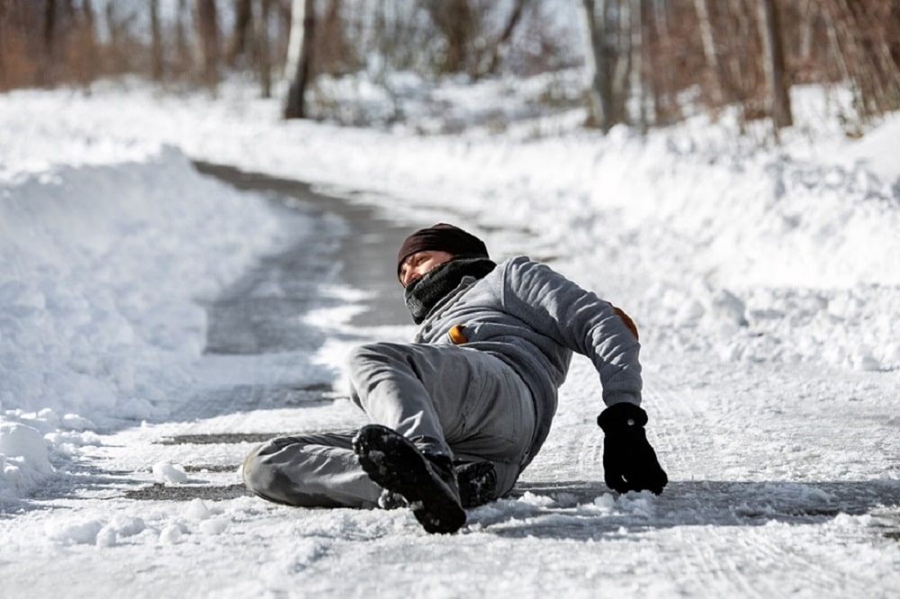 Three Ways Snow and Ice Can Hurt Your Business If Not Managed Professionally