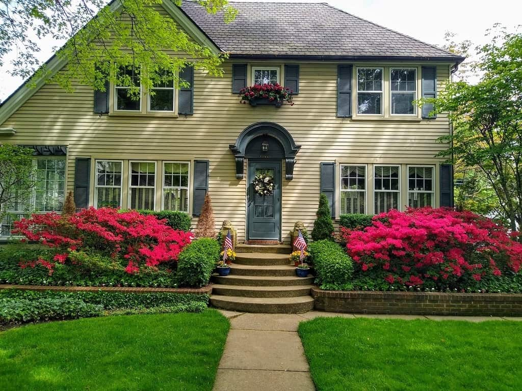Spring Lawn Maintenance - Tips for Green Grass