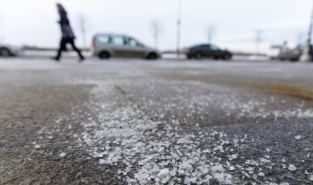 Benefits of Calcium Chloride for Deicing