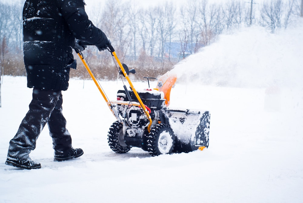 How to Save Time and Stay Safe While Using Snowblowers