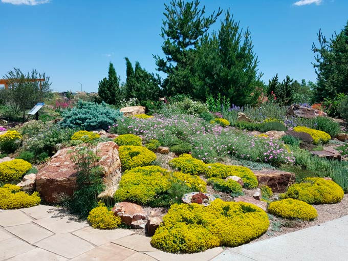 How To Pick The Right Landscaping Rock For Your Home
