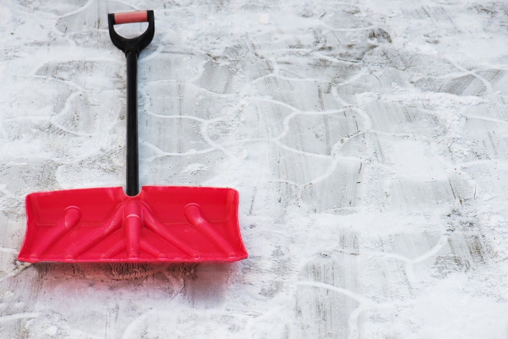 Earth Development boasts decades of experience and a team of local professionals who clear entryways and parking lots to the highest, safest standards. We operate according to these five simple, yet important, principles: