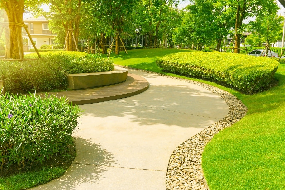 We are Kenosha's trusted local commercial landscaping firm, with clients large and small counting on us for all their commercial landscaping needs. With local experts ready when you need them and great prices, it's no wonder our clients keep coming back! Clients depend on our: