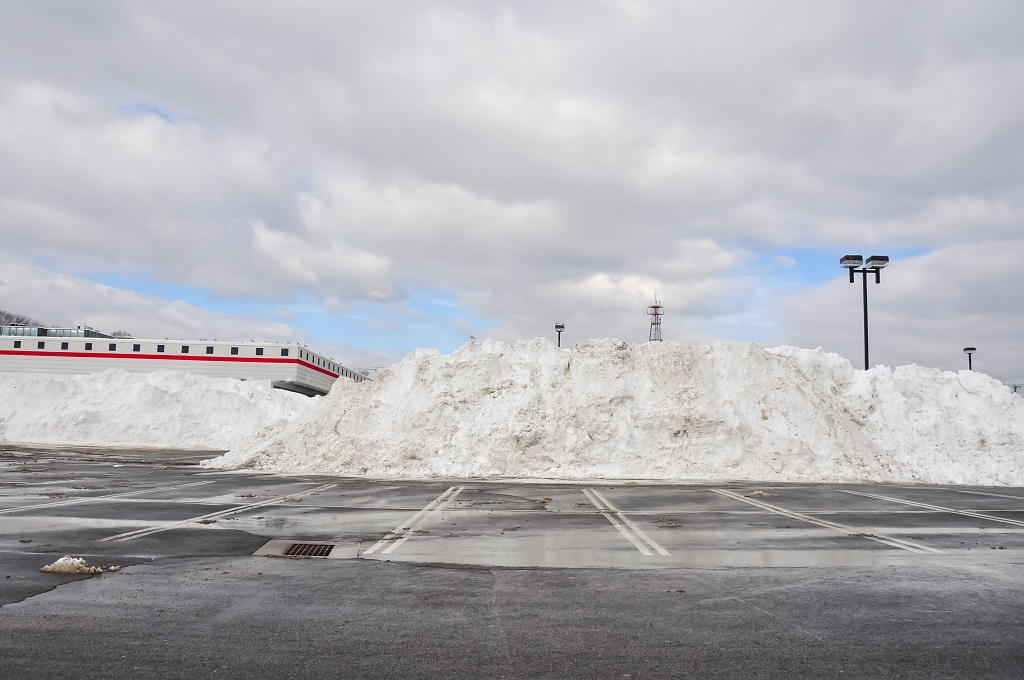 Snow Removal for Shopping Centers in Winter