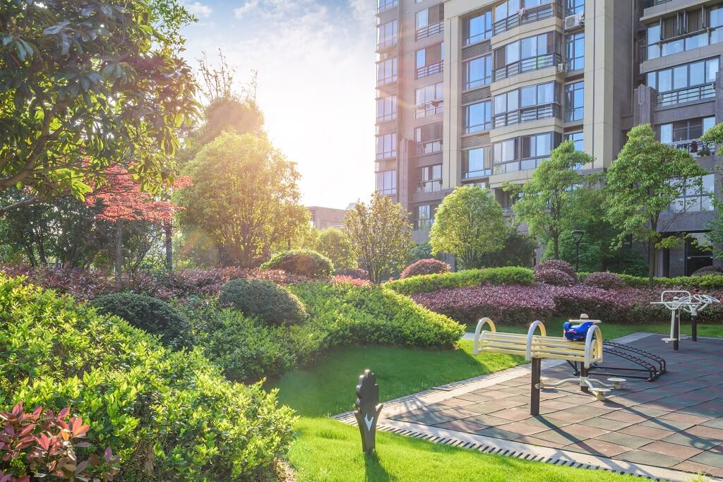 5 Commercial Property Problems a Landscaping Contractor Will Solve