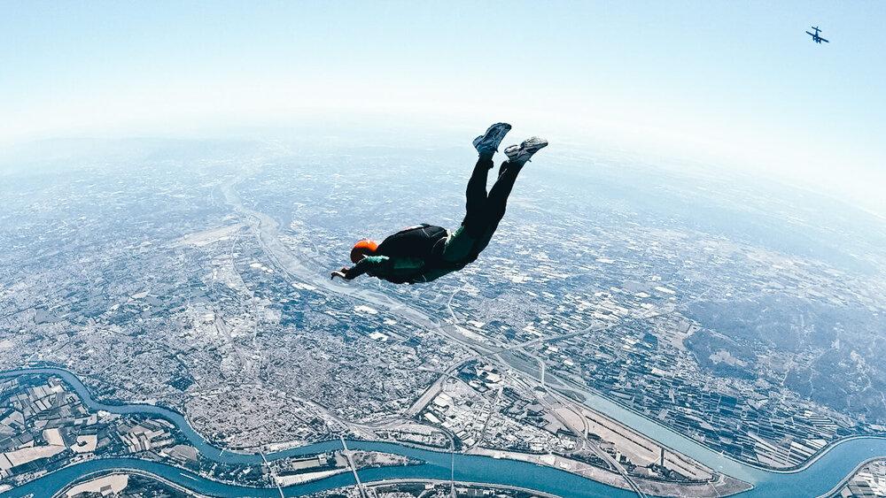 Ulysse Lubin saute en parachute