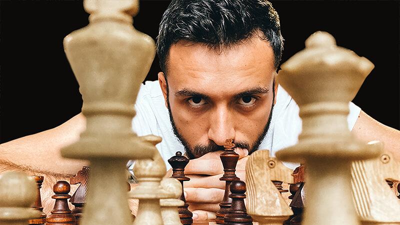 Ulysse Lubin joue aux échecs