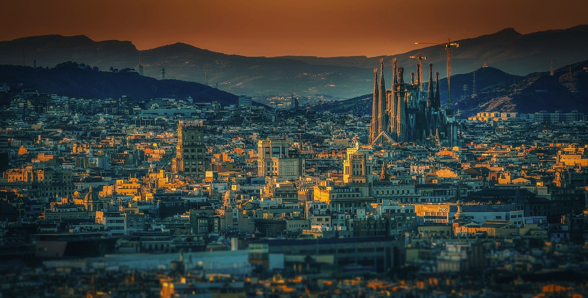 La Sagrada familia vista desde una de las mejores rutas en bici de Barcelona