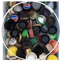 Wir sammeln Kronkorken, Aludeckel und Plastikdeckel, die wir für soziale Projekte spenden.