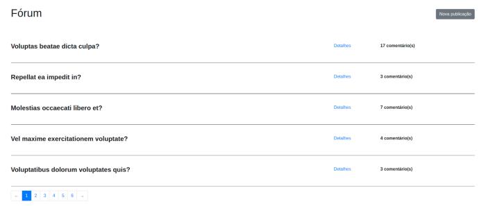 Print do webapp, na tela principal, onde mostra 5 posts alinhados em formato de tabela, cada linha tendo o título do post, o link para detalhes e ao lado o número de cometários daquele post.