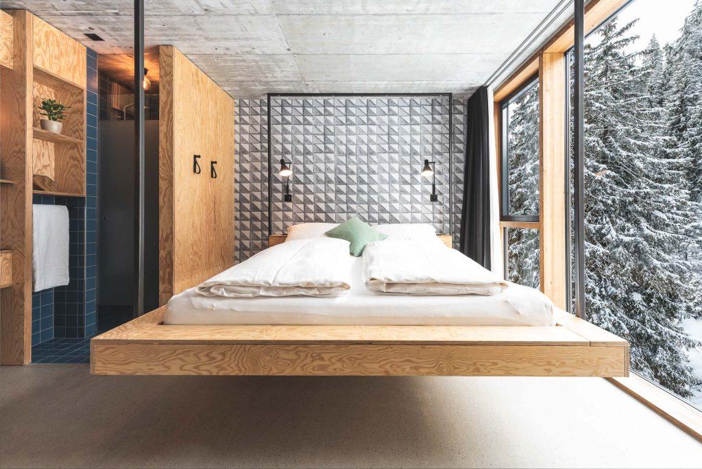 Schwebendes Doppelbett
