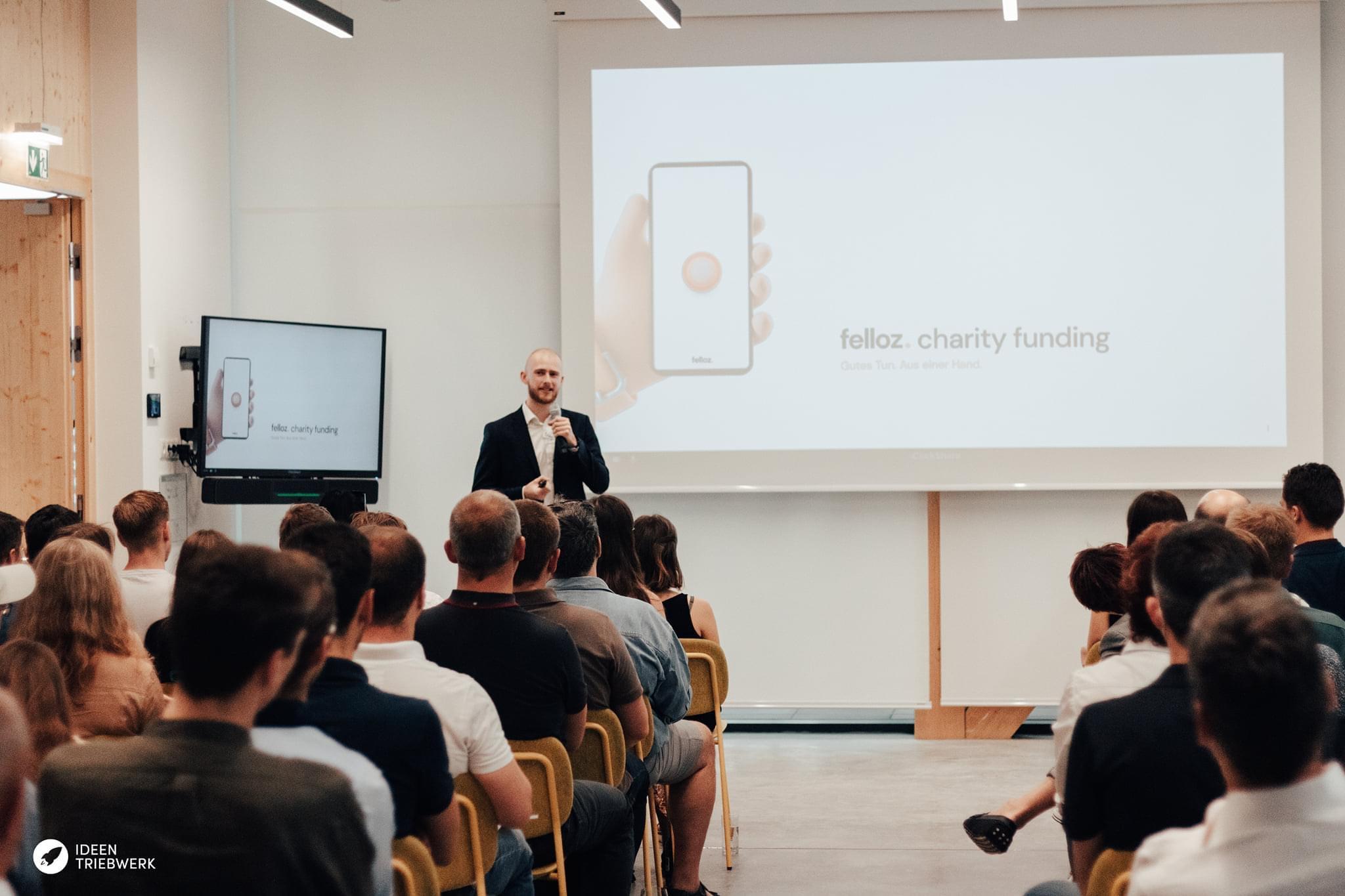 Co-Founder Niklas is presenting Felloz