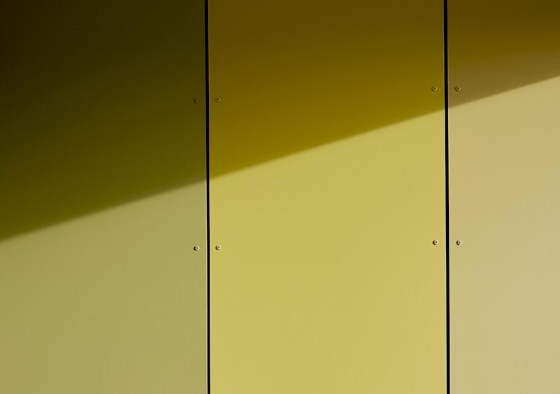 En gul vägg