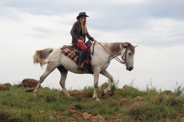 Horse riding in the Drakensberg South Africa at Khotso lodge and horse trails