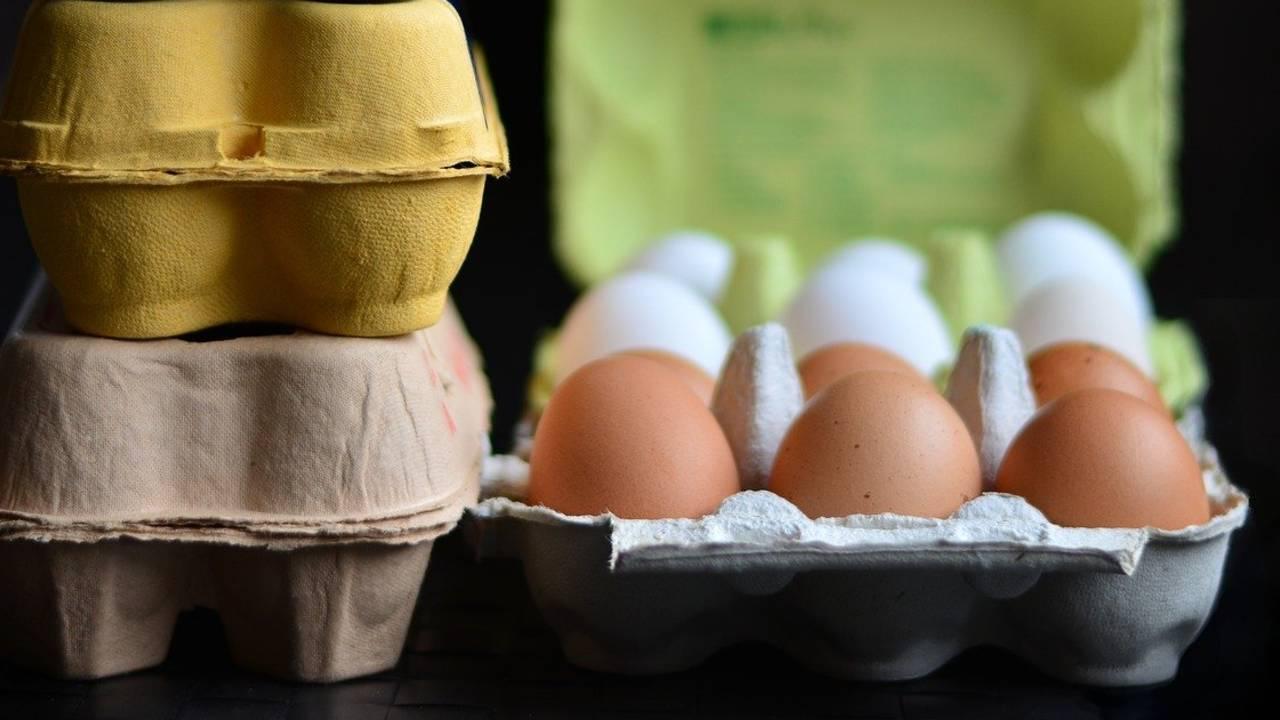 ¿Cuánto dura un huevo fresco en la nevera?