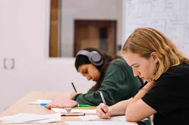 Comment améliorer son dossier scolaire pour maximiser ses chances d'entrer en école