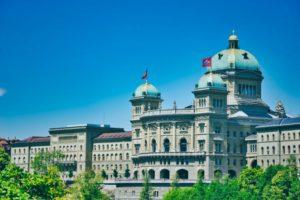 Le Conseil fédéral veut numériser les procédures fiscales - Contre la volonté des partis politiques et des associations