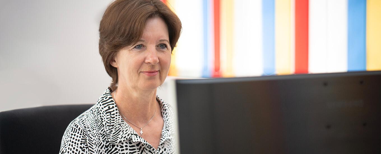 Unsere Büroleiterin Claudia Jentsch freut sich auf Ihren Anruf.