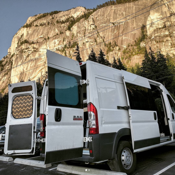 Featured Van Conversion (USA) Alpine Jonny's killer van conversion!