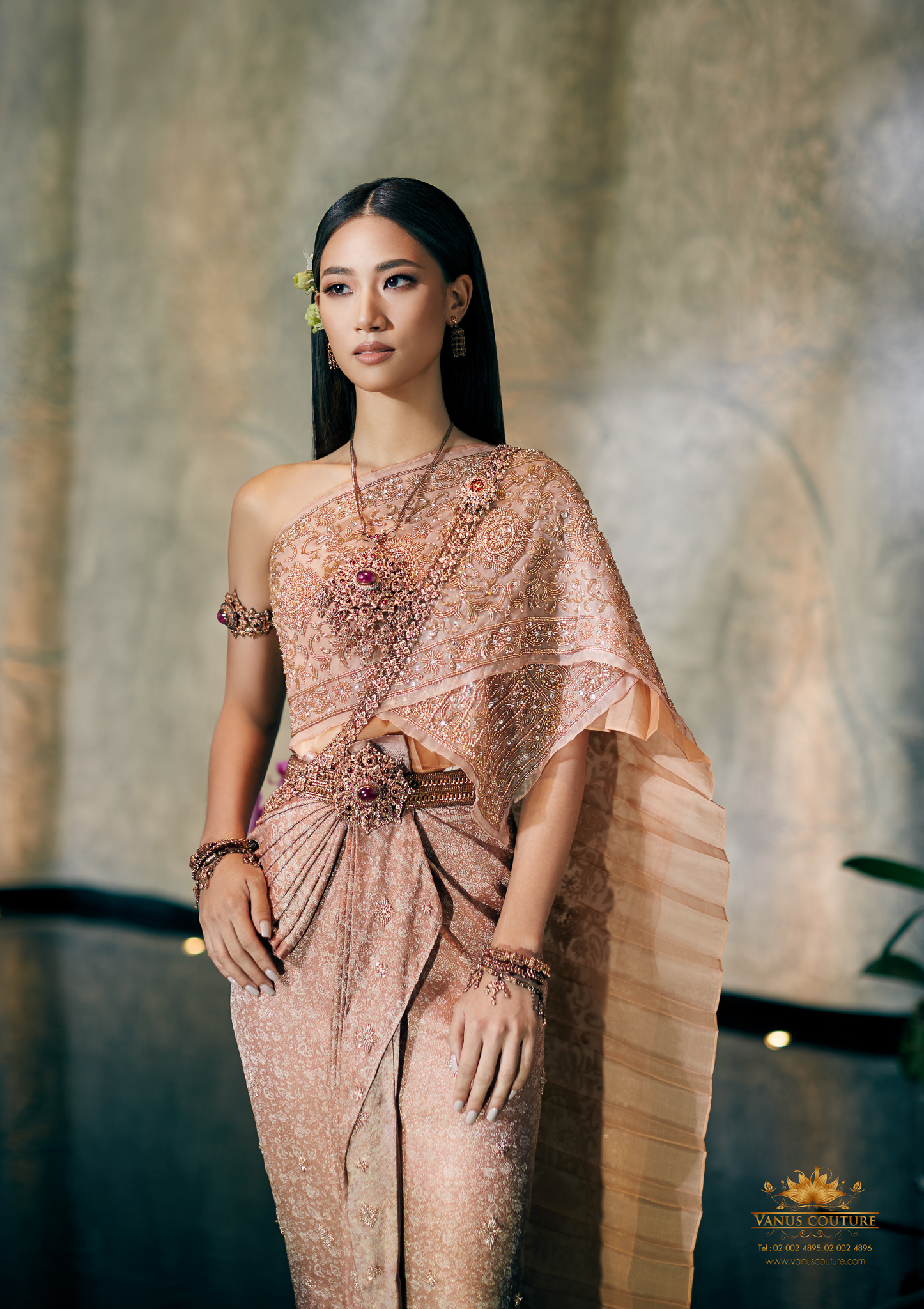 Thai traditional dress - Pleng 02