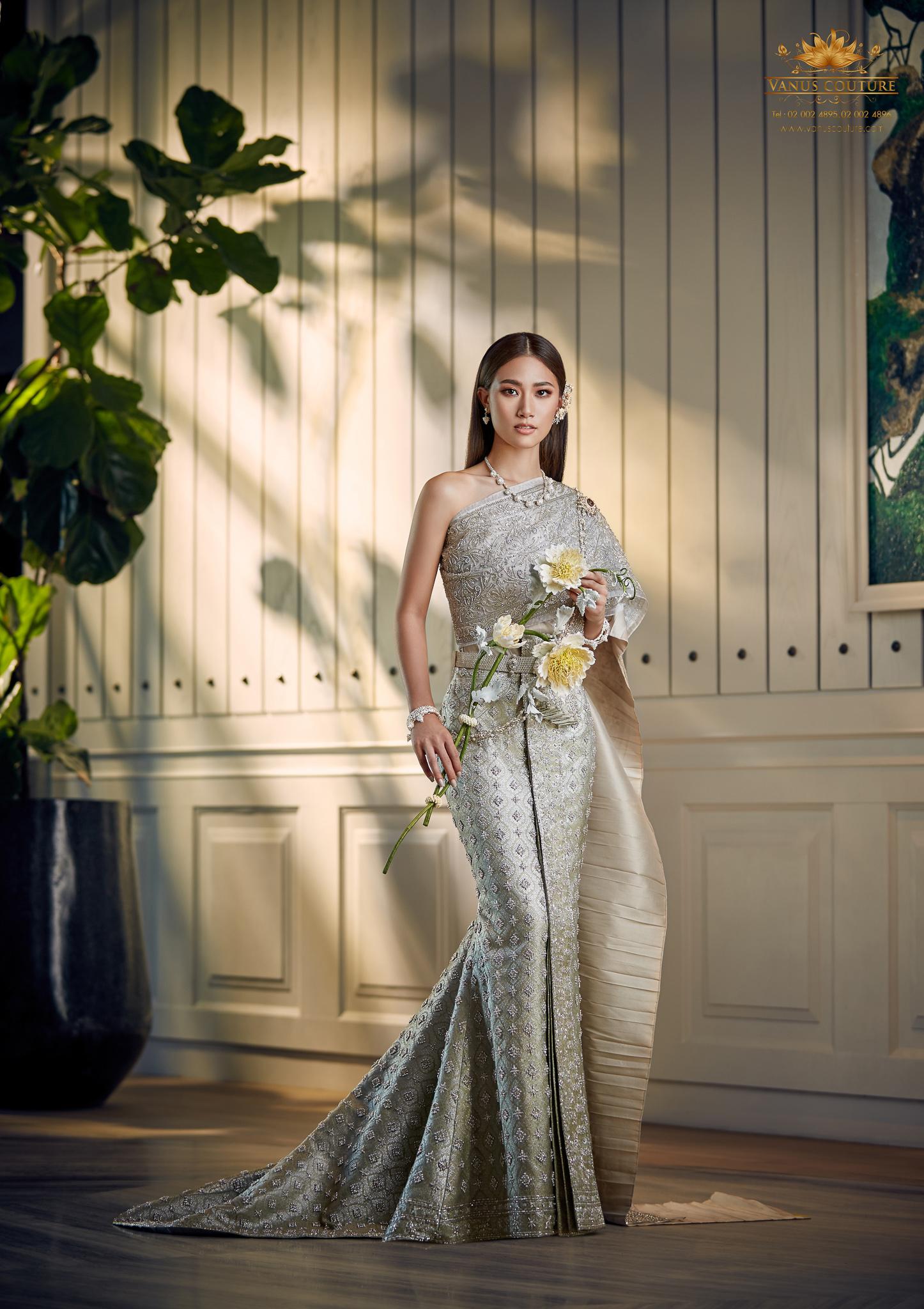 Thai traditional dress - Pleng 03