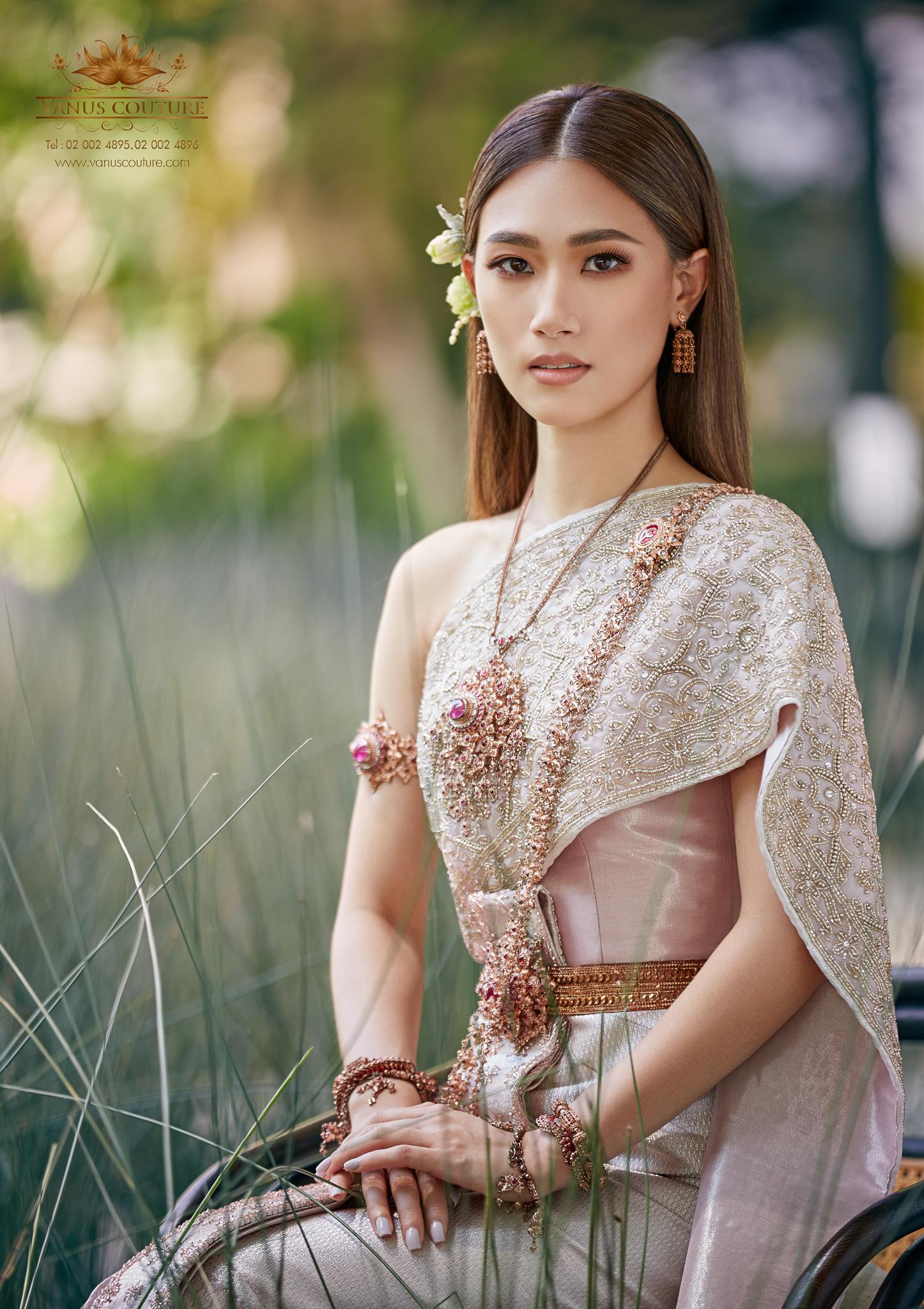 Thai traditional dress - Pleng 04