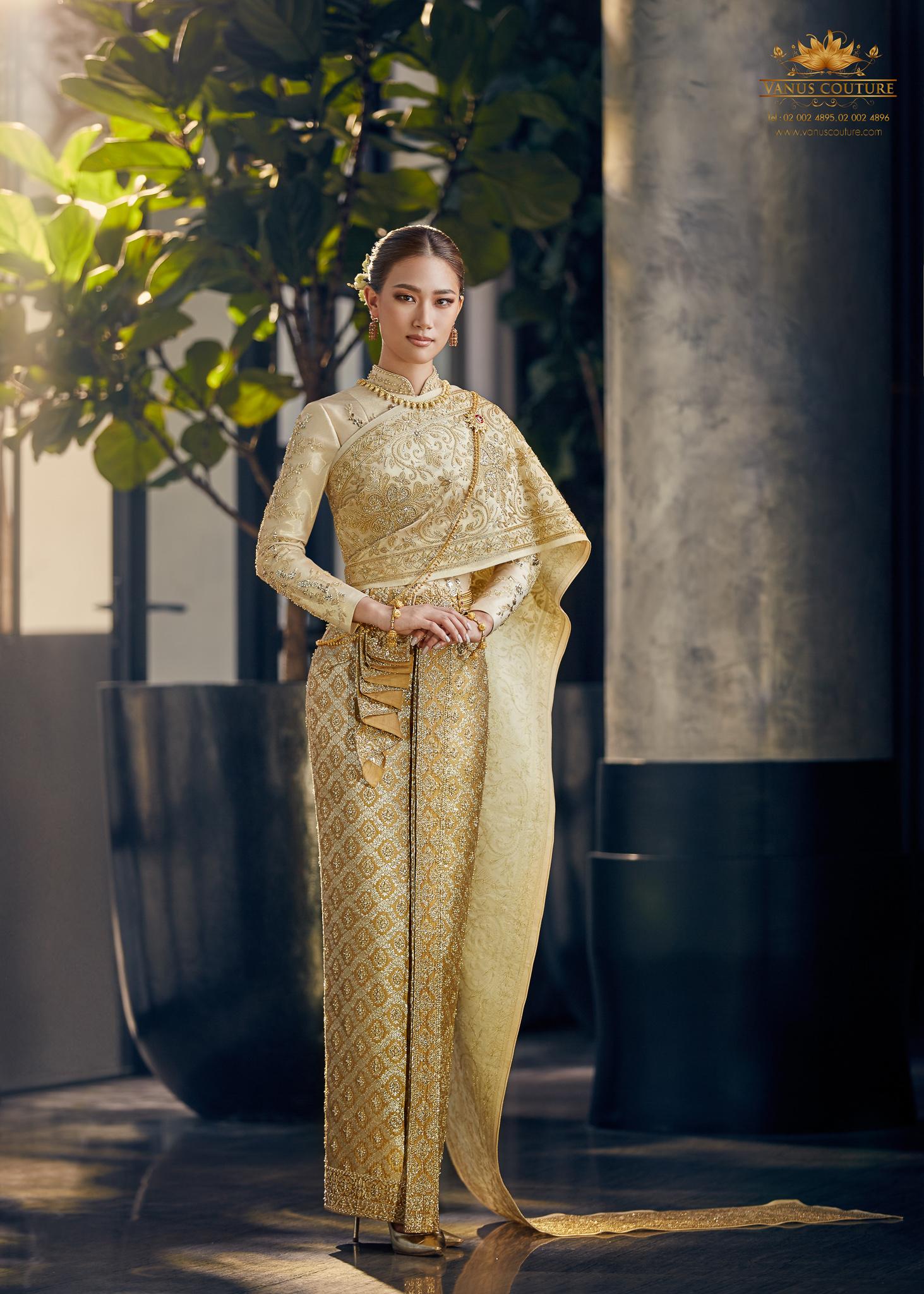 Thai traditional dress - Pleng 05