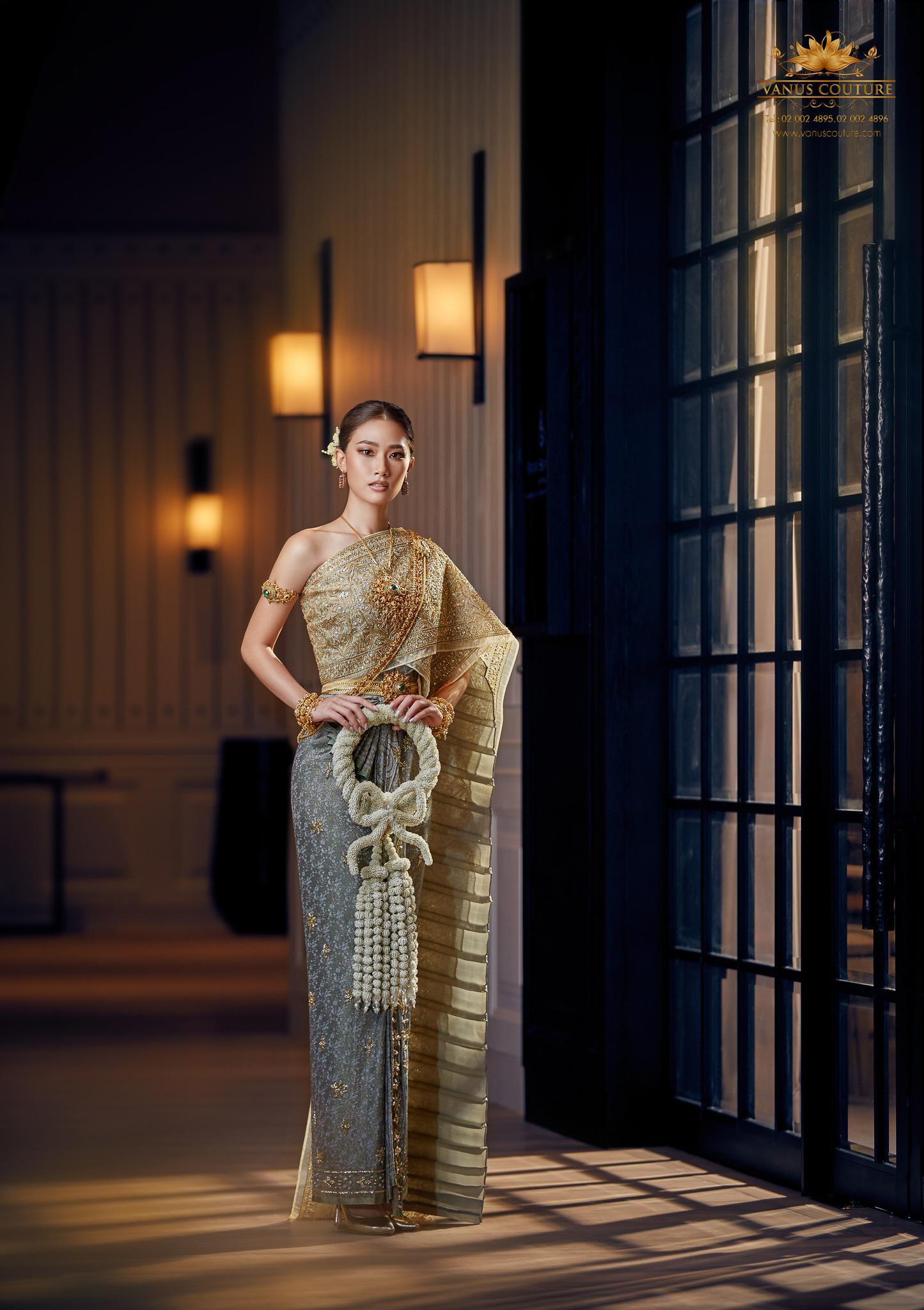 Thai traditional dress - Pleng 06