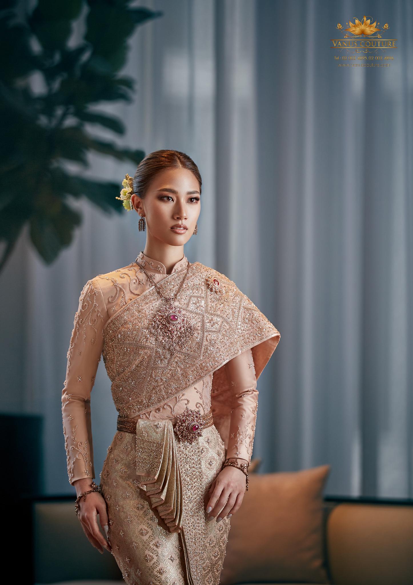 Thai traditional dress - Pleng 07