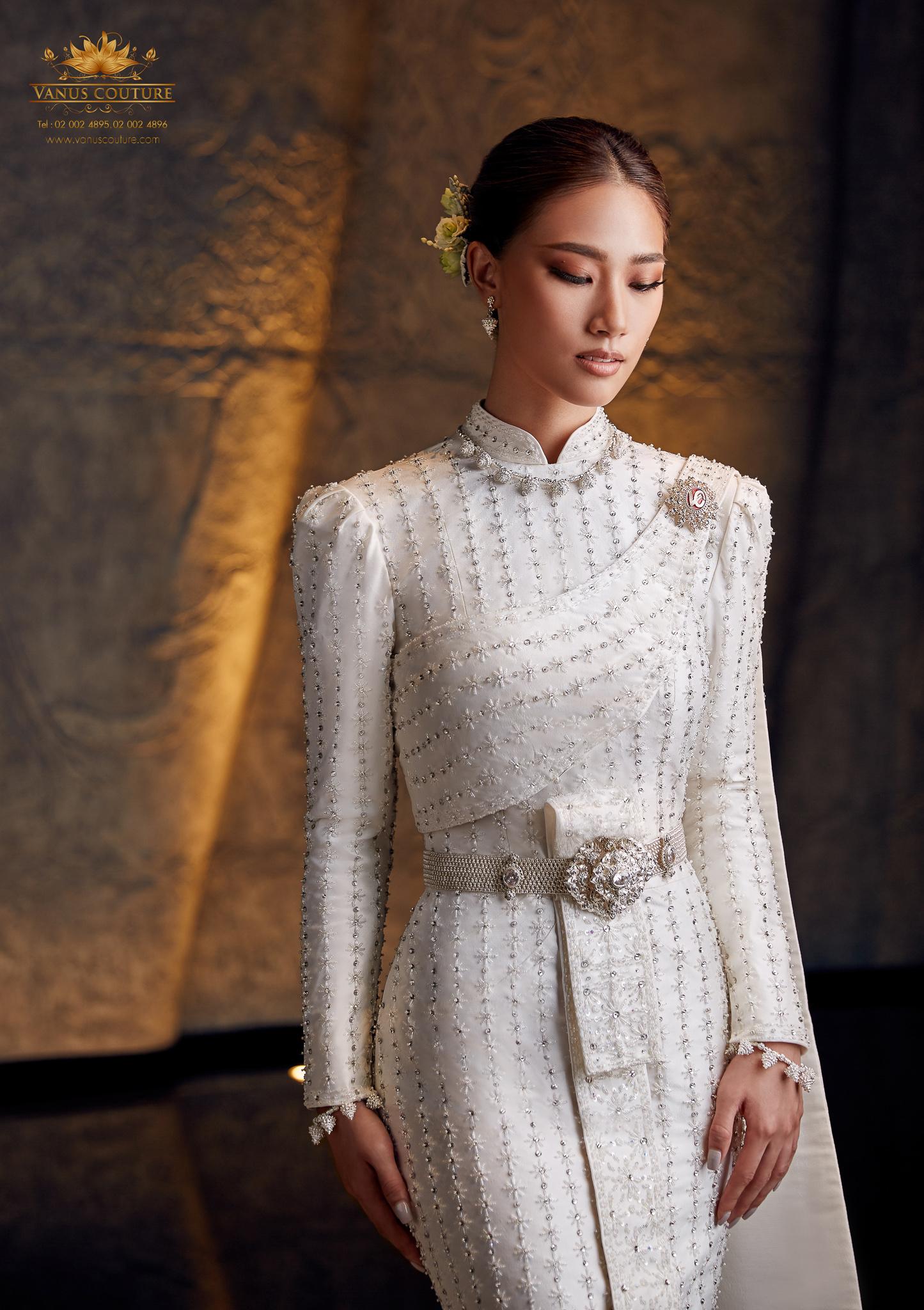 Thai traditional dress - Pleng 08
