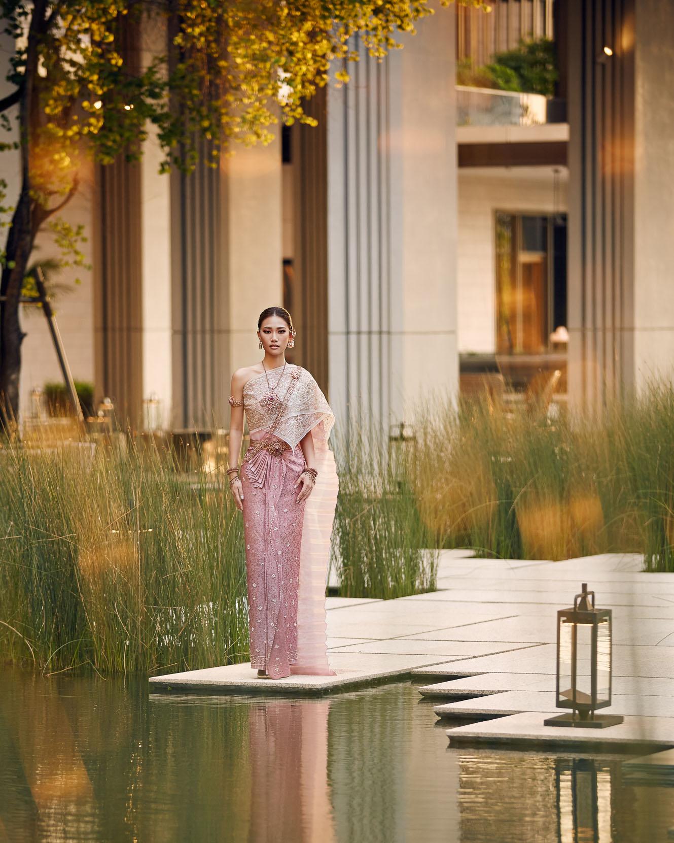 Thai traditional dress - Pleng 09