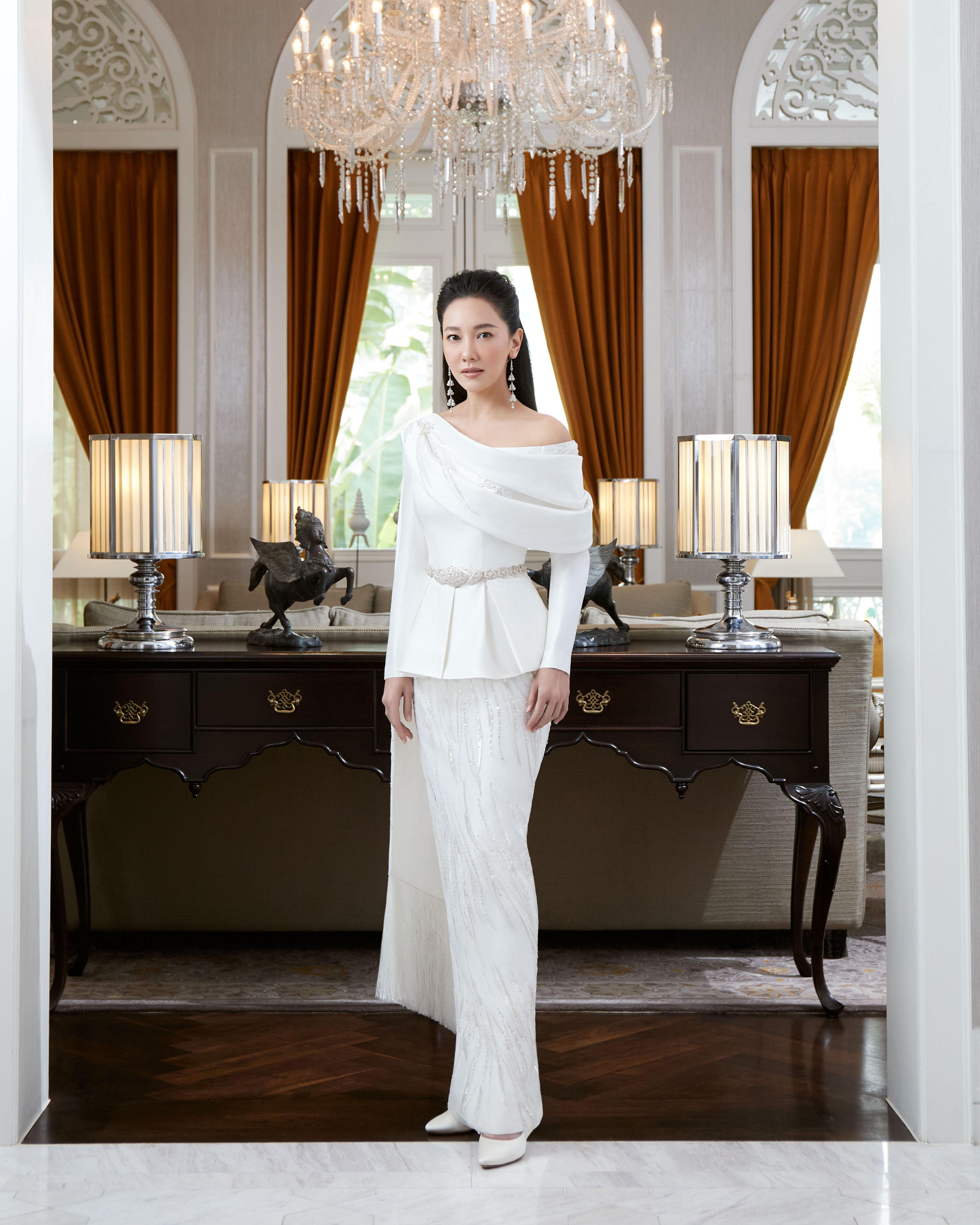 Thai Traditional Dress - Nune 01