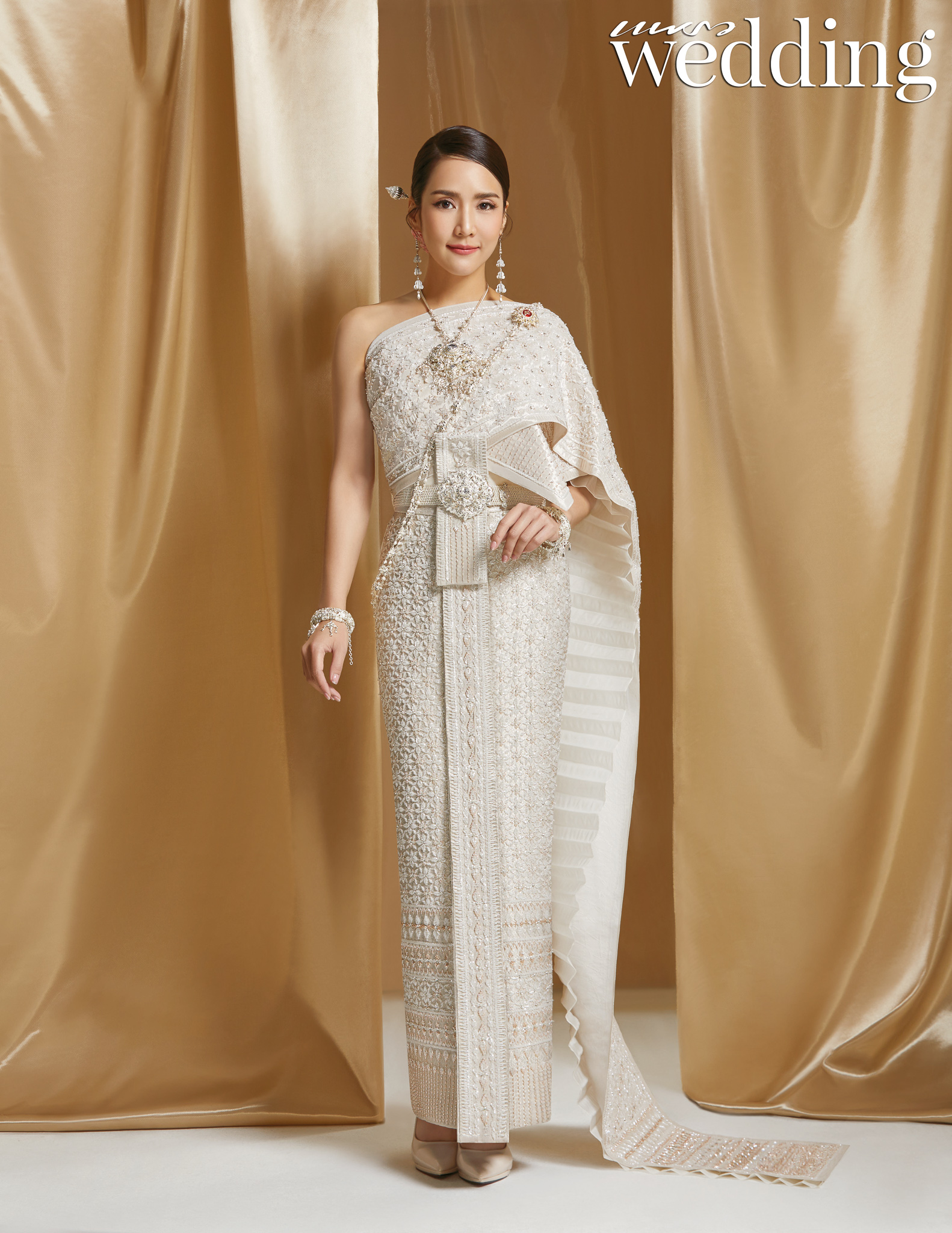 Thai traditional dress - Jakjaan 01