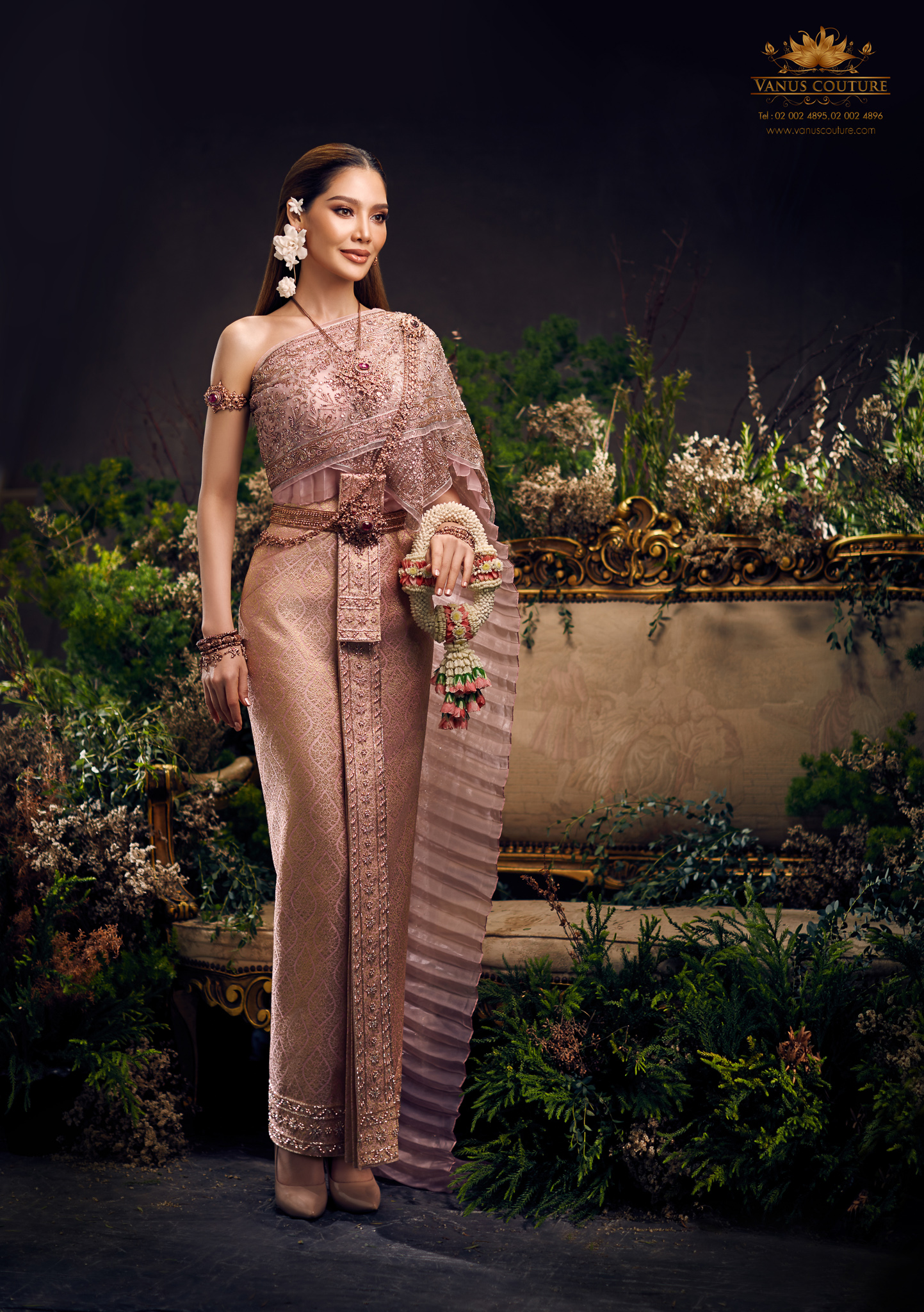 Thai traditional dress - Polfah 03